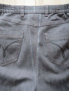 Dutch tutorial and pictures: how to narrow your jeans Sewing Jeans, Sewing Clothes, Diy Clothes, Sewing Basics, Sewing Hacks, Sewing Tutorials, Sewing Tips, Altering Jeans, Altering Clothes