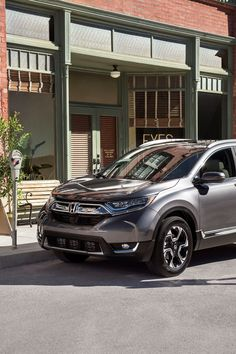 Cross over into high-end comfort inside the leather-trimmed 2017 Honda CR-V Touring, no matter what you're doing.