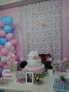 Decoração Jardim e passarinho, festa de aniversário de 1 ano. Bolo lindo feito pela sogra e pela tia do meu esposo. Em cima bolo maquete, em baixo bolo de verdade.