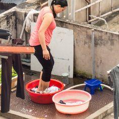 Wäsche auf vietnamesisch auf den Dächern, vom Hotelzimmer aus beobachtet Inspiration, Canning, Hotel Bedrooms, Viajes, Pictures, Biblical Inspiration, Home Canning, Inspirational, Inhalation