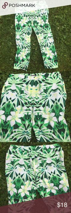 "🌺NewListing🌺Vince Camuto tropical print slacks💚 These are way prettier than I can capture in pics. They have a nice slim line and  are a very light poly with a wee bit of spandex. They feel great on and move nicely. Pockets! Front zip. Please enlarge the pics to catch all the variation in colors. Gorgeous. 17"" waistband. 29"" inseam. Vince Camuto Pants"