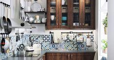 Pièce centrale de la maison, on rêve d'une cuisine unique, belle et fonctionnelle. Côté inspiration, on puise sans compter chez IKEA. On s'inspire des idées déco, rangement et matériaux de la marque suédoise pour une cuisine qui ne ressemble qu'à nous. 10 idées à copier les yeux fermés!