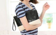 If you are searching for a custom made or top quality leather clutch bags, you are in good fortune. You will come across all sorts of ladies handbags from black