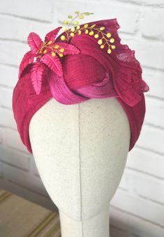 """Turbante Bandeau de Sinamay Seda """"Cristina"""" - LOS TOCADOS DE ANAIDA Facinator Hats, Fascinators, Headpieces, Turbans, Turban Headbands, Millinery Hats, Hair Ornaments, Flower Tutorial, Headgear"""