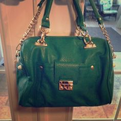 Green Olivia + Joy Handbag Hello, Summer! Accessorize with this gorgeous and almost-new handbag. True green with gold accents. Inside features one zip pocket and two open phone pockets. Olivia + Joy Bags