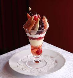 資生堂パーラーで「真夏のパフェフェア」開催!マンゴー・桃・ブルーベリーなど旬のフルーツを贅沢に使用 | ニュース - ファッションプレス