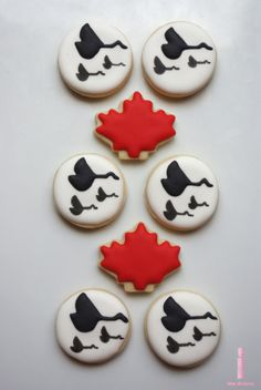 Canada Day themed cookies - similar designs can work on pottery Mother's Day Cookies, Dog Cookies, Iced Cookies, Sugar Cookies, Cookie Icing, Cookie Cutters, Maple Leaf Cookies, Canada Day Party, Canada Holiday