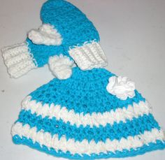 Turquoise and White Hat with Matching Mittens by FiveLittlePiggys,