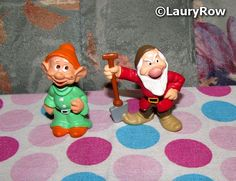 BLANCHE-NEIGE ET LES 7 NAINS ( SNOW WHITE AND THE SEVEN DWARFS). / simplet (dopey) and grincheux (grumpy). https://www.facebook.com/Disneycollecbell%20/photos/?tab=album&album_id=1083514865063536  by ©LauryRow.