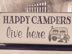 Færdigt applikeret campingvognstæppe efter ide af Amy Bradley Design. Finished Applique panel bed quilt for caravan idea and inspiration from Amy Bradley Design www.hannesolberg.... Camping Signs, Camper Trailers, Caravans, Happy Campers, Nye, Vintage Signs, Shabby, Quilt, Ebay