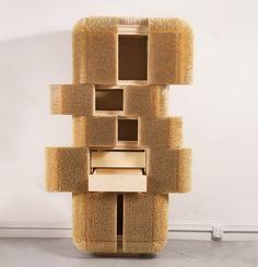 Photobucket. Los pinchos de bambú que cubren 80.000 artista y diseñador Sebastián Errázuriz de 'sede en Nueva York Magistral Gabinete ', actúan como una armadura de protección, que sostiene con seguridad uno de los objetos personales dentro. Las puertas y las aberturas dentro de la unidad de almacenamiento están ocultos, y pueden ser se abrieron para revelar sus mecanismos internos. A lo largo de 6 semanas, 12 trabajadores de la madera participan en un proceso intensivo de mano de obra y…