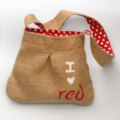 Free pattern and tutorial for a sweet Little Red Riding Hood bag!