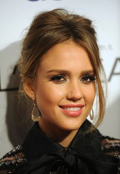 Jessica Alba is all about organic, healthy, socially conscious beauty. She swears by Physicians Formula Organic Wear Lash-Boosting Mascara; it's 100% natural