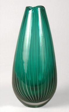Nanny Still: Vuokko Finland Vintage Pottery, Vintage Ceramic, Nordic Design, Scandinavian Design, Art Of Glass, Green Vase, Clean Design, Glass Design, Lassi