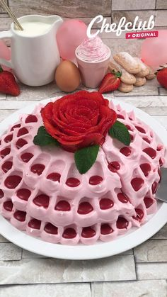 Strawberry Cake Recipes, Cupcake Recipes, Dessert Recipes, Cake Decorating Videos, Cake Decorating Techniques, Delicious Desserts, Yummy Food, Yummy Cupcakes, Ice Cream Recipes