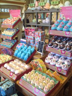 Bath bomb display