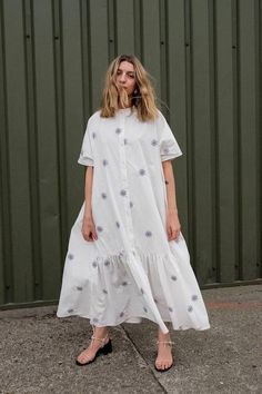 Exceptional maxi dresses are offered on our website. look at this and you wont be sorry you did. Smock Dress, Dress Skirt, Poplin Dress, Modest Fashion, Girl Fashion, Dress Fashion, Fashion Ideas, Fashion Tips, Latest Dress Trends