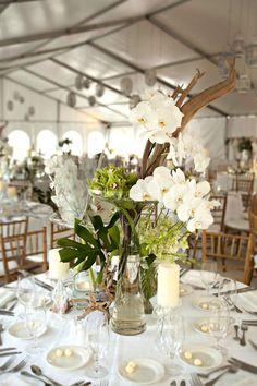 Get inspired: Simple table setting, gorgeous #wedding centerpiece! via @MODwedding