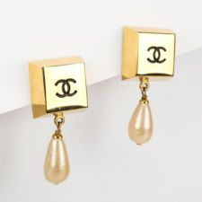CHANEL Gold Plated Black Enamel CC Dangle Faux Pearl Clip On...