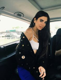 70 Chic and Simple Dua Lipa Fashion Style, Steal Her Style - Nona Gaya Nelly Furtado, Christina Aguilera, Divas, Looks Style, My Style, Color Rubio, Poses, Girl Crushes, Beautiful People