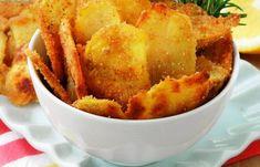 Κοινοποιήστε στο Facebook Υλικά: 6 μεσαίες πατάτες 4 κουταλιές της σούπας ηλιέλαιο Αλατοπίπερο 50 γραμμάρια τριμμένη φρυγανιά Χυμό από μισό λεμόνι Ένα κλαδάκι φρέσκο δενδρολίβανο Εκτέλεση: Προθερμάνετε το φούρνο στους 200 °. Καθαρίζετε τις πατάτες, τις κόβετε σε λεπτές φέτες...