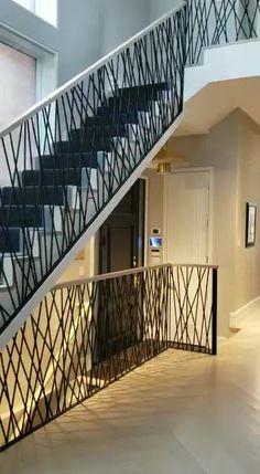 home design modern railing ideas Railings Staircase Design Modern, Staircase Railing Design, Modern Stair Railing, Staircase Handrail, Home Stairs Design, Interior Stairs, Home Interior Design, Staircase With Landing, Stairway Railing Ideas