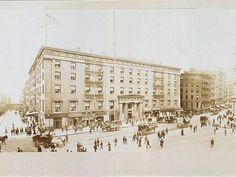 Demolished New York Buildings - Business Insider: Astor House, which opened in 1836 in lower Manhattan was considered to be the finest hotel in America and counted Abraham Lincoln among its guests. It was demolished in stages between 1913 and New York City Buildings, New York City Map, Old Buildings, New York Architecture, Historical Architecture, Architect Drawing, Big Building, New York Hotels, New York City