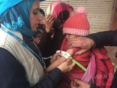 シリア、包囲された街で耐えしのぶ病気の子どもたち
