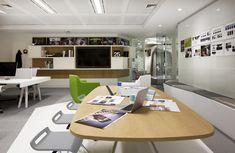 Rediseño de las oficinas de Google en Londres.Iluminación de oficinas muy cuidada y estudiada.