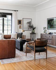 Home Living Room, Living Room Decor, Leather Lounge, Tan Leather, Home Decor Inspiration, Decoration, Family Room, Foyer, Interior Design