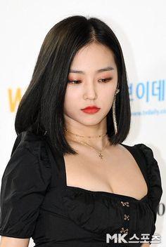 Girl Face, Woman Face, Kpop Girl Groups, Kpop Girls, Korean Girl, Asian Girl, Medium Hair Styles, Short Hair Styles, Jang Yeeun