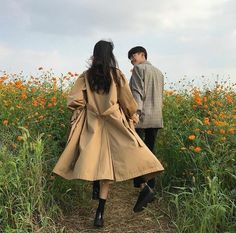 Shared by Lea. Find images and videos about cute, boy and couple on We Heart It - the app to get lost in what you love. Couple Ulzzang, Ulzzang Girl, Couple Posing, Couple Shoot, Korean Couple, Korean Girl, Couple Goals Cuddling, The Love Club, Couple Aesthetic