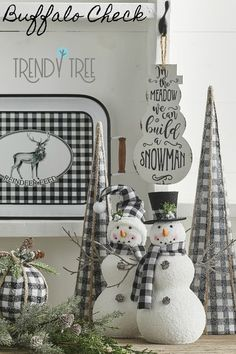 Here are best Black and White Christmas Decoration ideas. These Black and White Christmas decor include Christmas home decor & White & Black Christmas Trees Black Christmas Decorations, Black Christmas Trees, Plaid Christmas, Christmas Home, Christmas Crafts, Christmas Ideas, Christmas Pictures, Christmas Staircase, Christmas Swags