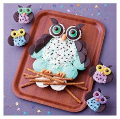 Check out this owl cake made out of cupcakes-So darling-Tutorial included