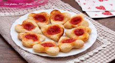 Pizzette di pasta sfoglia a forma di cuore