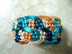 Pulseras  nudos macramé ondas de colores Macrame Design, Macrame Art, Macrame Knots, Macrame Earrings, Macrame Jewelry, Macrame Bracelets, Wire Crafts, Jewelry Crafts, How To Do Macrame
