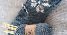 Nå som det er blitt vinter ute, er det på tide å lage noen varme gode votter. Jeg fant en generell votteoppskrift på sandnesgarn.no, som j... Fingerless Gloves, Arm Warmers, Crochet Pattern, Knitted Hats, Diy And Crafts, Knitting, Barn, Fingerless Mitts, Crochet Throw Pattern