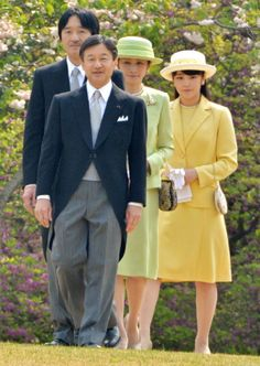 Japan's Crown Prince Naruhito (front) leads his brother's family, Prince Akishino (rear L), Princess Kiko (rear C), and Princess Mako (rear R) during the annual spring garden party at the Akasaka Palace imperial garden in Tokyo on 17.04.14.