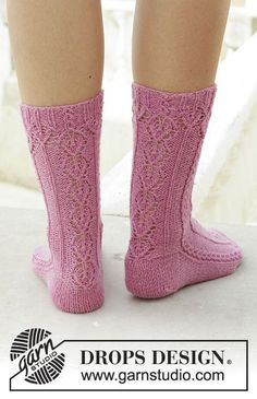 Viking Heart - Knitted socks with lace pattern and small cables. Size Piece is knitted in DROPS Fabel. - Free pattern by DROPS Design Lace Knitting, Knitting Socks, Knitting Patterns Free, Knit Crochet, Tunisian Crochet, Drops Design, Lace Patterns, Crochet Patterns, Magazine Drops