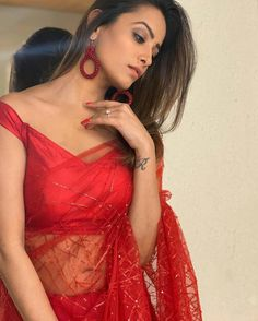 Here we have for you 15 of the most stylish Blouse Designs and saree from the stylish star Anita Hassanandani wardrobe that'll make your jaw drop. Beautiful Bollywood Actress, Beautiful Indian Actress, Bollywood Hairstyles, Stylish Blouse Design, Saree Photoshoot, Saree Models, Indian Bridal Fashion, Stylish Sarees, Indian Beauty Saree