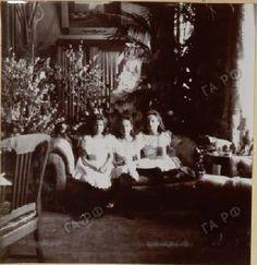 Grand Duchesses Maria, Tatiana and Olga Nikolaevna, c. 1904-06.