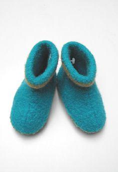 Strikkede og filtede futter Knit Crochet, Baby Shoes, Slippers, Felt, Knitting, Kids, Fashion, Felting, Young Children