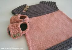 al-abrigo - If there is a pattern, I can't read it, but how cute is this! Knitting For Kids, Crochet For Kids, Baby Knitting, Knit Crochet, Baby Patterns, Knitting Patterns, Tricot Baby, Knit Baby Dress, Baby Girl Crochet