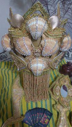 Oshun Goddess, Orishas Yoruba, Religion, Lily, Handmade, Decorated Picture Frames, Yoruba Religion, Crowns, Beanies