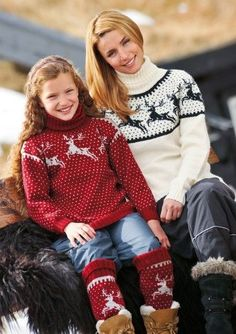 Genser og leggvarmere Winter Sweaters, Cozy Sweaters, Pullover Sweaters, Christmas Sweaters, Knitting Charts, Sweater Knitting Patterns, Icelandic Sweaters, Crochet Coat, Sweater Shirt