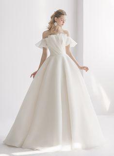Dream Wedding Dresses, Designer Wedding Dresses, Wedding Gowns, W Dresses, Princess Wedding, Stunning Dresses, Draping, Bridal Gowns, One Shoulder Wedding Dress