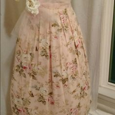 GORGEOUS VINTAGE FLORAL SKIRT.