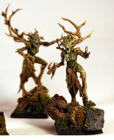 Green Brown Dryads Warhammer Wood Elves, Warhammer Tabletop, Warhammer Paint, Warhammer Aos, Warhammer Fantasy, Warmachine Miniatures, Tree People, Wood Elf, Mini Plants