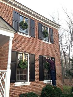 """How to Hang Wreaths from upper windows! """"Can We Make It Like The Home Alone House?"""" 