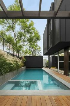 #pool #piscina #luxoryhouses Indoor Pools, Small Indoor Pool, Small Backyard Pools, Pool Decks, Above Ground Pool Landscaping, Swimming Pool Landscaping, Small Swimming Pools, Swimming Pool Designs, Landscaping Ideas